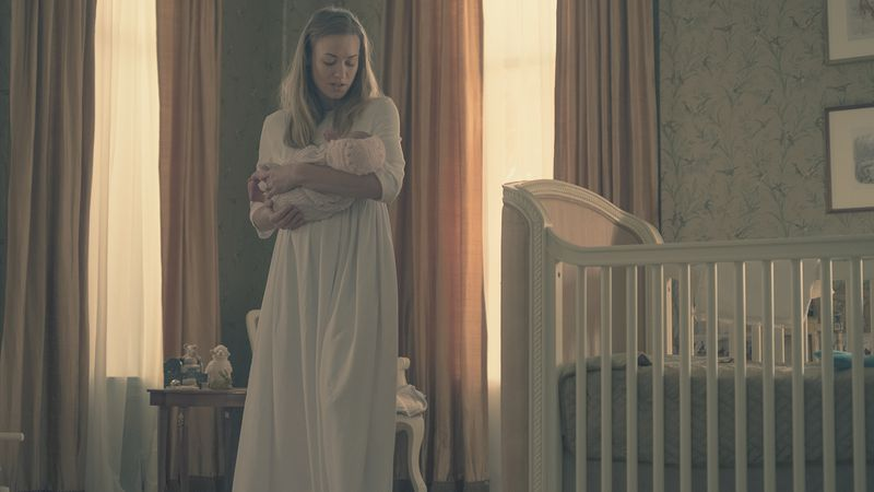 """THT_212_GK_0623RT_copy The Handmaid's Tale introduces a burst of dark camp in """"Postpartum"""""""